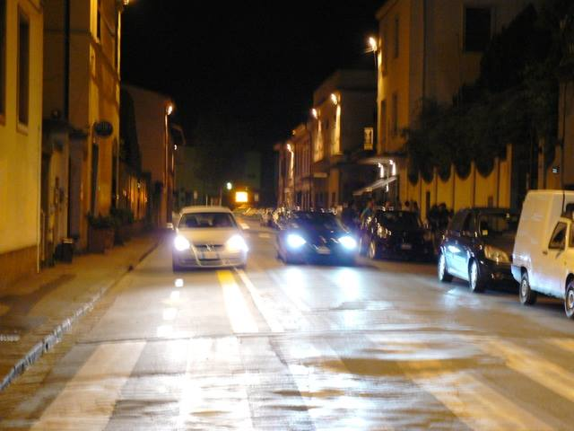 La ciclabile senza delimitatori viene abitualmente invasa dalle auto